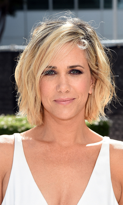 And she's funny too?! Kristen Wiig stole our hearts looking bronzed, beautiful and every bit the California dreamboat with a wavy blond bob and smoky eyes. Like so many of her peers, her kisser remained au natural. © Getty