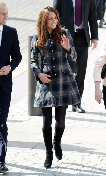 Kate dressed her blossoming baby bump in a lovely coat bearing the grey and blue plaid by British designer brand Moloh. Photo: © Getty Images
