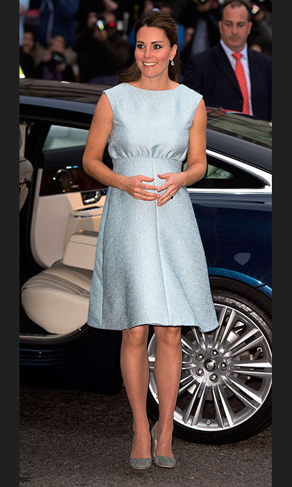 Kate visited the National Portrait Gallery in a gorgeous baby blue dress by Emilia Wickstead. Photo: © Getty Images
