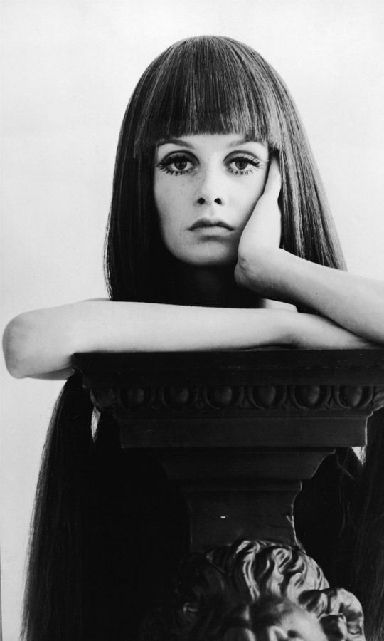 1967: While Twiggy's signature pixie cut is the look for which she's best known, the beautiful Brit was such a chameleon that she rocked this severe fringe wig for 'Daily Express.' (Image: Daily Express/Getty Images)