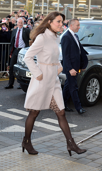 While visiting a children's hospital, the duchess accessorized her pink MaxMara coat with a pair of Aquatalia Rouge brown booties. Photo: © Getty