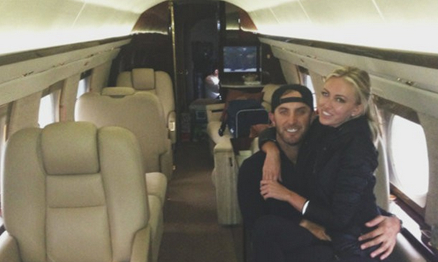 Even though they had the private jet to themselves, the couple still snuggled together on the same seat!